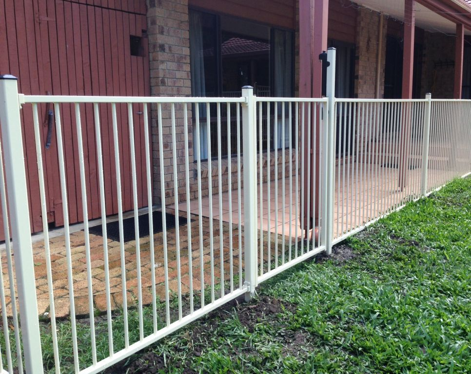 Rapid constructions pool garden fencing for Pool fence design qld
